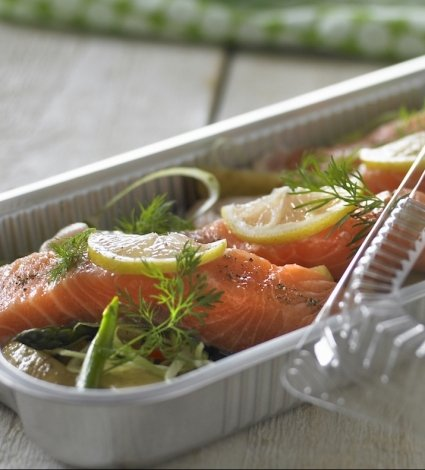 Aluminium tray with fresh fish ready for cooking - Plus Pack