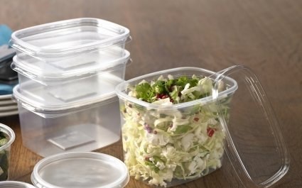 DeliMaster plastic trays with salads - food packaging - Plus Pack