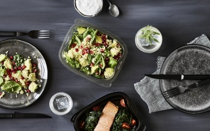Clear rPET tray with salad and black PP Chalk tray with salmon on spinach - Plus Pack - designed for recycling
