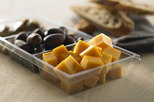 Clear 3-compartment trays with cheese and olives - Plus Pack