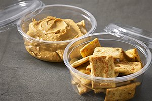DeliWave food packaing - small snack size clear tray swith dip and crackers - Plus Pack