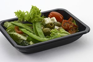 Reactangular black plastic tray with salad, olives and tomatoes - Plus Pack